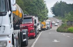 A vergonhosa cobertura jornalística à greve dos caminhoneiros