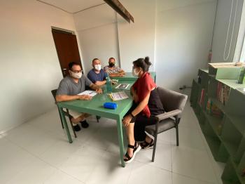 Jovens de Chapada dos Guimarães recebem R$ 1,6 mil para estudar comunicação.