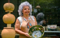 Artesã de Chapada exibe peças na Mostra de Cerâmica do Mato