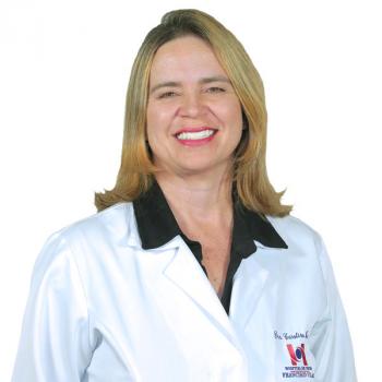 Carolina Maia fala sobre a relação entre a menopausa e problemas na visão das mulheres
