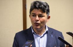 """Senador usa """"cotão"""" em hotel no Nordeste e 9 idas a churrascaria"""