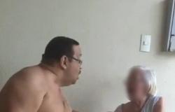 """O homem que foi flagrado em vídeo agredindo a mãe de 84 anos, ironiza: """"Ela me maltratou quando eu era criança"""""""