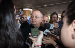 Taques diz que é responsável por concessão de aeroportos e critica adversários