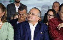 Taques quer ir à Assembleia defender aprovação de contas; Janaína sinaliza reprovação
