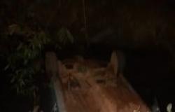 Carro com 3 pessoas cai de ponte em MT; vítima é reanimada.
