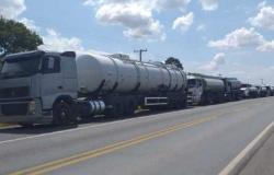 Caminhões viabilizados por deputado para socorrer Tangará da Serra já estão a caminho.