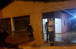 Morador é morto a tiros ao reagir a assalto na frente da casa do pai em Várzea Grande (MT).