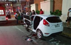 PM é atingido por carro desgovernado momentos após colocar filho na cadeirinha em Cuiabá.