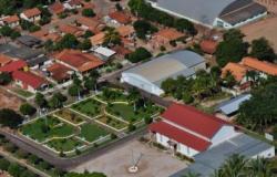 Prefeito de cidade com 3,5 mil habitantes ganha R$ 17,9 mil.