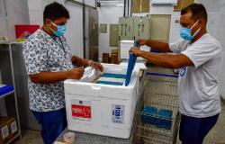 Estado inicia distribuição de vacinas para idosos com mais de 90 anos.