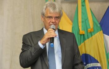 Decreto foi assinado pelo prefeito João Braga Neto (PSDB) — Foto: Prefeitura de Nova Maringá/Divulgação