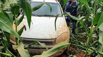 Polícia encontra carro roubado em plantação de milho em MT