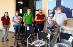 Paróquia São José e Sicredi firmam parceria e garantem cadeiras de rodas e de banho para comunidade.