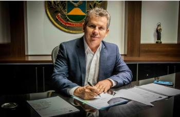 O chefe do Executivo Estadual agradeceu o apoio da Assembleia Legislativa e o empenho dos servidores – Foto por: Christiano Antonucci