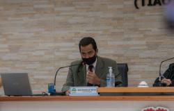 Vereador quer explicações sobre a comissão de acompanhamento do contrato do município com o instituto que administra o hospital municipal.