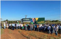 Em MT promotor manda retirar outdoor elogiando Bolsonaro; população reage