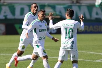 De virada, Cuiabá vence a Chapecoense e conquista primeira vitória no Brasileiro