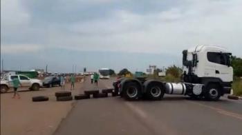 Bolsonaro grava áudio com pedido para caminhoneiros liberarem as estradas.
