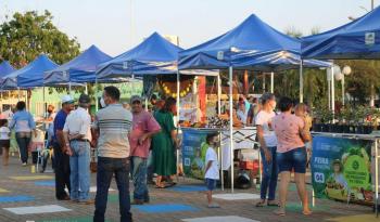 """Retomada a feira do produtor na praça central """"Domingos Briante"""" em São José do Rio Claro."""