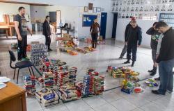 Futebol solidário na Arena Pantanal arrecada toneladas de alimentos