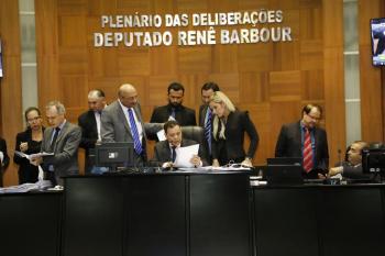 Em cinco sessões, deputados limpam pauta