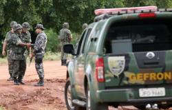 Bolivianos são presos pelo Gefron transportando 115 cápsulas de drogas no estômago