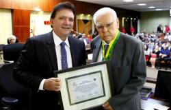 Pastor Sebastião Rodrigues recebeu comenda do TCE-MT
