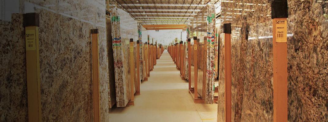Operando na comercialização de granitos nacionais e importados, bem como na prestação de serviço de serrada, polimento e corte.