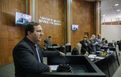 Em sessão plenária, Barranco critica políticas econômicas de Temer e Taques