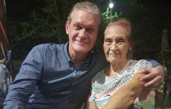 Hoje o dia é todo especial , é o aniversário da minha mãe Cici.