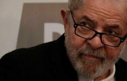 A pedido de Lula, TRF-4 suspende envio de processo sobre triplex ao STJ