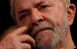 Lula é intimado pelo TSE a apresentar defesa da candidatura até dia 30