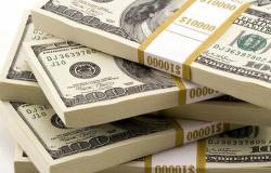 Dólar cai e fecha a R$ 4,11 após se aproximar de máxima histórica