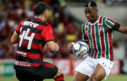 Flu marca nos acréscimos, elimina o Flamengo e vai à decisão