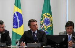 Em live, Bolsonaro defende combate à hanseníase no Brasil