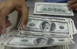 Dólar ultrapassa R$ 4,65 e volta a bater recorde em dia tenso