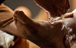Jesus lava os pés aos discípulos Jo 13,1-15