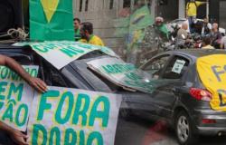 Carreata em SP mira Doria e Maia em meio a pedidos de intervenção militar