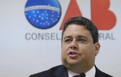 """""""Bolsonaro incita o caos e a desordem"""", diz presidente da OAB"""