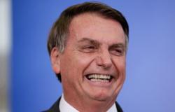 """Bolsonaro rebate Celso de Mello e deixa claro: """"Jamais pegarão meu telefone."""""""