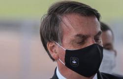 Justiça derruba obrigação de Bolsonaro usar máscara