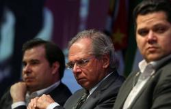 Paulo Guedes entrega reforma tributária ao Congresso