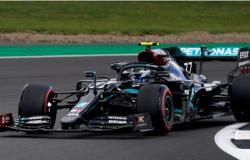 Hamilton vence GP de Silverstone com pneu furado; Verstappen e Leclerc fecham o pódio