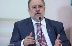 Aras se manifesta a favor do impeachment de Witzel