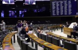 Câmara aprova projeto que dobra pena de corrupção praticada durante pandemia