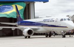 Embraer anuncia demissão de 900 funcionários no Brasil