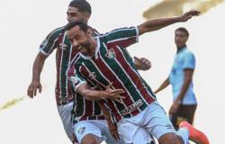 Nenê faz dois e Corinthians perde para o Fluminense na primeira sem Tiago Nunes