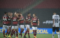 Brasileiro: Flamengo vence Athletico-PR e entra no G4