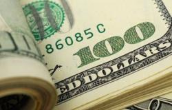Dólar tem maior queda diária em cinco semanas e fecha a R$ 5,56