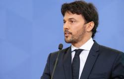 Fábio Faria entrega projeto de privatização dos Correios